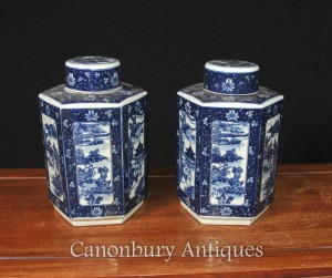 Pair Chinese Blue and White Nanking Porcelain Lidded Urns Vases Jars