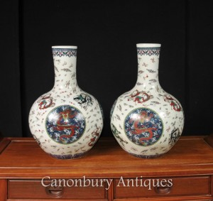 Pair Chinese Ming Dragon Porcelain Urns Vases Bulbous Urn