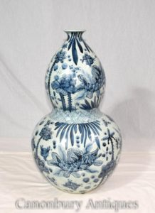 Single Blue and White Chinese Porcelain Nanking Vase Urn