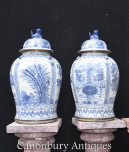 Ming Porcelain Vases - Chinese Blue and White Porcelain Urns